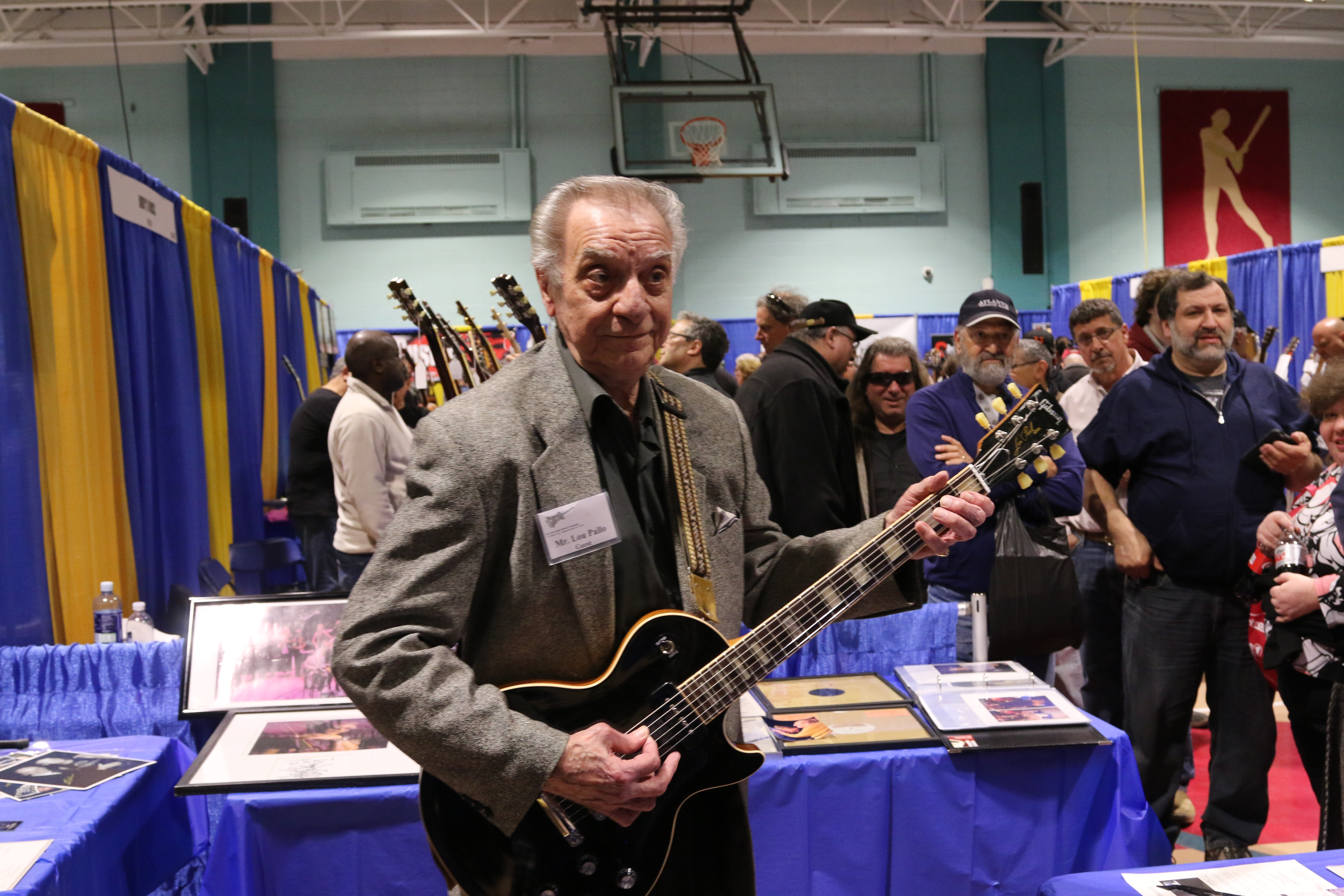 Lou Pallo entertains at the 4th Annual NY Guitar Expo.