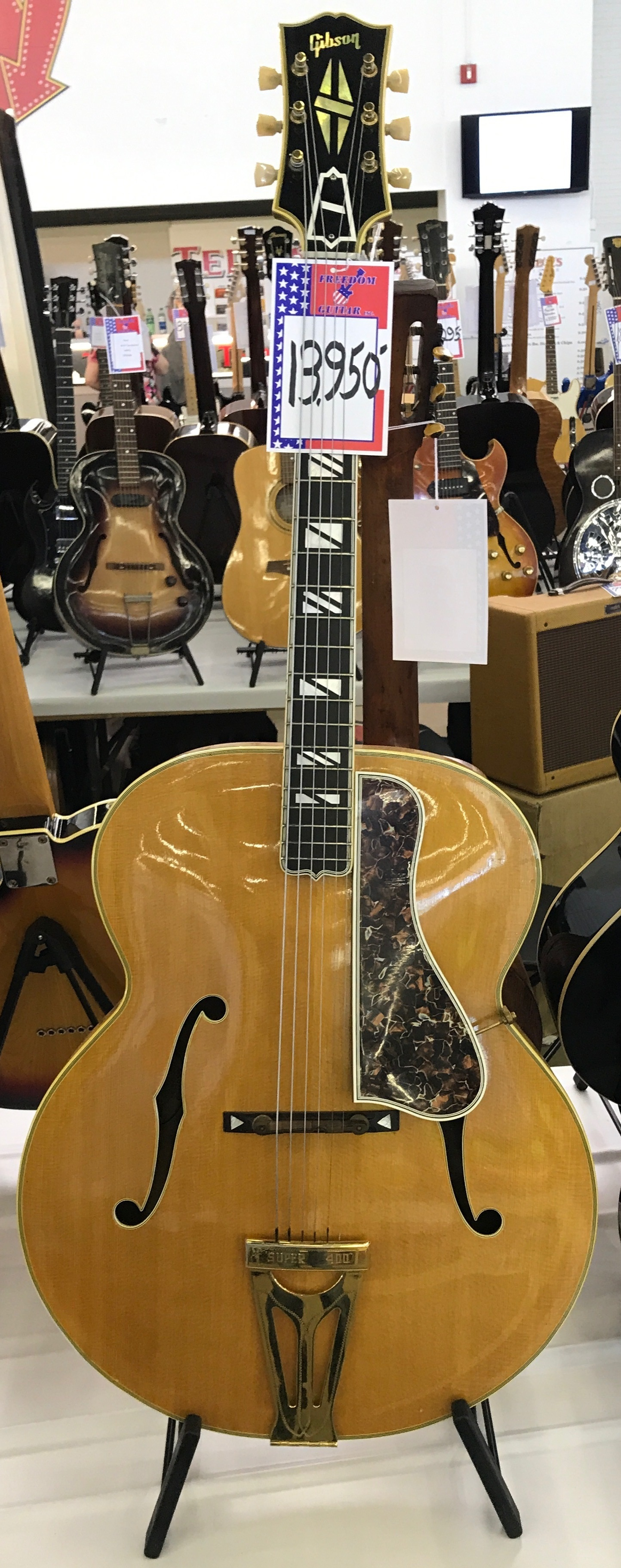 dallas international guitar show may 2017 vintage guitar magazine. Black Bedroom Furniture Sets. Home Design Ideas