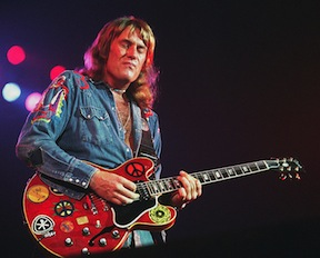 Guitarist Alvin Lee passes.