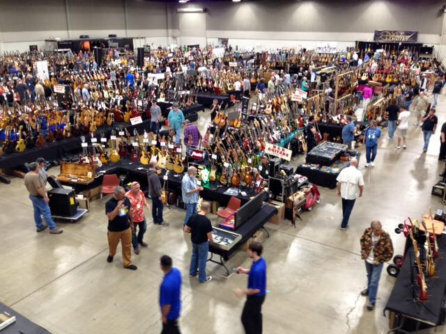 Overview of the electric room at the Guitarlington guitar show..