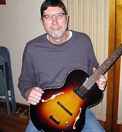 Scott Leonard, lucky winner of The Loar LH-301T guitar