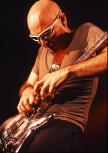 JOE SATRIANI, LIVE 2001, NEIL ZLOZOWER Photo Credit: NEIL ZLOZOWER/ATLASICONS.COM