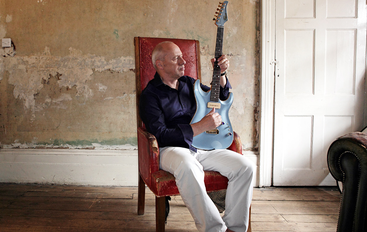 Knopfler with a Pensa Custom. Mark Knopfler: Fabio Lovino.