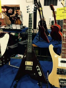 Early Kramers had aluminum necks as on this '82 XKG-10. #KramerGuitars #vintageguitar #ocguitarshow #guitars #guitarlove — in Costa Mesa, California.