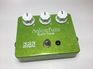 Nail that classic 90s sound right out of the box with the SalemFuzz HONEY BUNNY! New from PureSalem Guitars, this pedal will give you straight forward fuzz tones with a tight and meaty low end. It's the perfect rhythm fuzz!