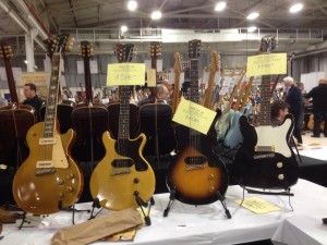 We are here at the Philly show checking out all the killer guitars! Here's a '54 Goldtop Les Paul, 59 TV Junior, '55 Junior, '59 Epiphone Coronet at Best Guitars.
