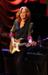 Bonnie Raitt set to release album, tour