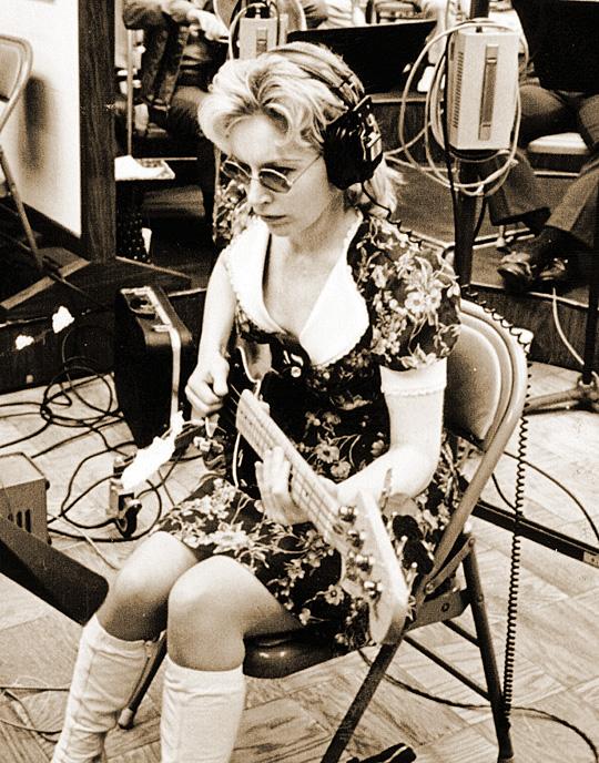 Trabajo de estudio, ca. 1971. Carol Kay, revista de guitarra vintage